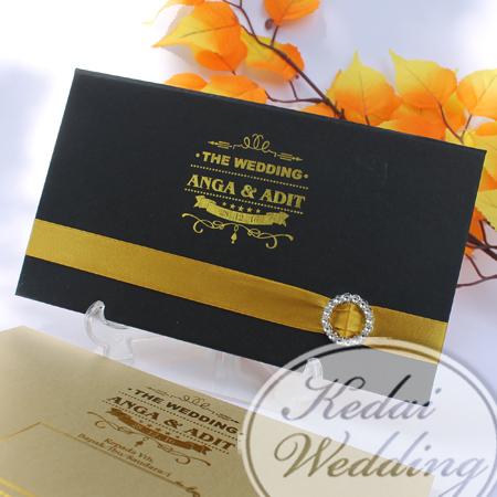 contoh-undangan-pernikahan-hitam