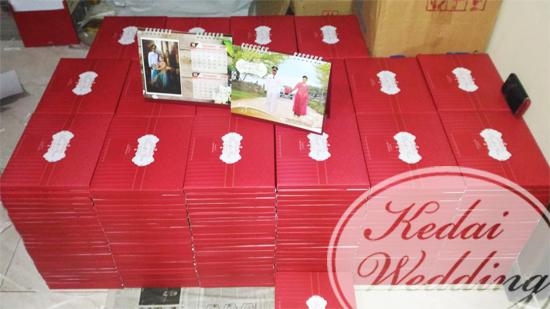 undangan-pernikahan-bentuk-kalender-duduk