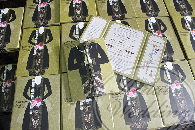 undangan pernikahan hardcover unik murah pengantin jawa