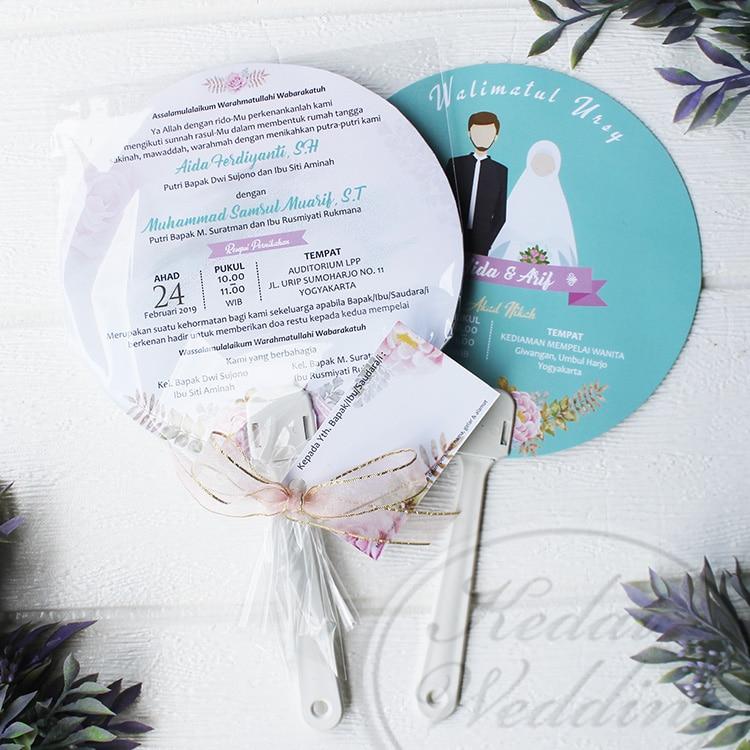 undangan pernikahan berbentuk kipas unik