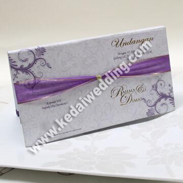 undangan pernikahan ungu cantik