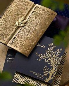 contoh undangan pernikahan warna gold