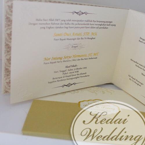 undangan pernikahan hardcover warna emas