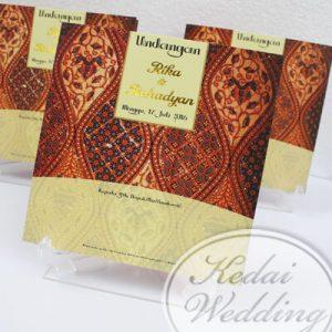contoh-undangan-pernikahan-motif-batik