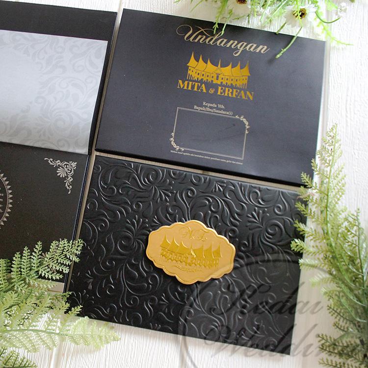 undangan pernikahan hardcover adat padang