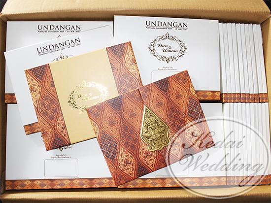 undangan-pernikahan-etnik-batik-hardcover